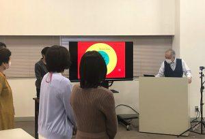 田中先生の講義を聞くスタジオ参加の皆さん